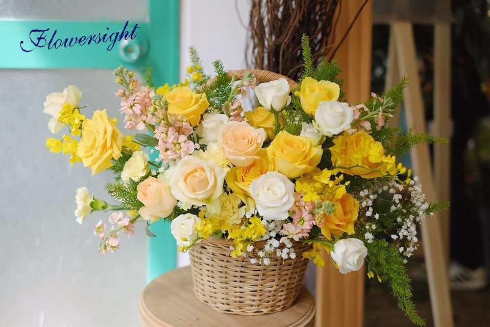 Giỏ hoa hồng vàng rực rỡ